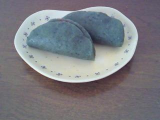 桜のシフォンケーキと草餅
