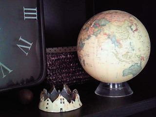時計と地球儀と・・