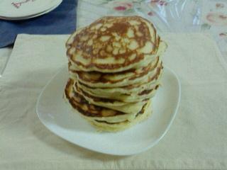 土日の朝食はパンケーキ